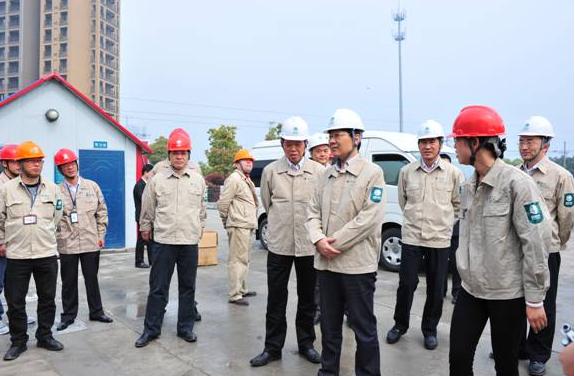 江苏省电力公司尹积军总经理莅临常州飞龙110KV开关站视察指导